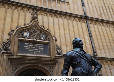 Oxford, England: Aug 2018 - Statue of William Herbert, 3rd Earl of Pembroke at The Bodleian Library, Broad St, Oxford OX1 3BG