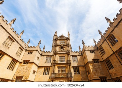 OXFORD, ENGLAND - JULY 03, 2015: wide angle view in the courtyard of Bodleian Library. Its one of oldest libraries in Europe with over 11 mio items and also film location for Harry Potter and others