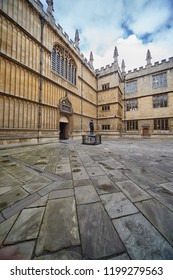 OXFORD, ENGLAND – MAY 15, 2009:   Schools quadrangle of Bodleian library. Outside the entrance there is statue of William Herbert, third Earl of Pembroke. University of Oxford.