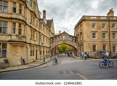 OXFORD, ENGLAND – MAY 15, 2009: Hertford bridge or the Bridge of sighs as seen from the Catte street. Oxford University. Oxford. England
