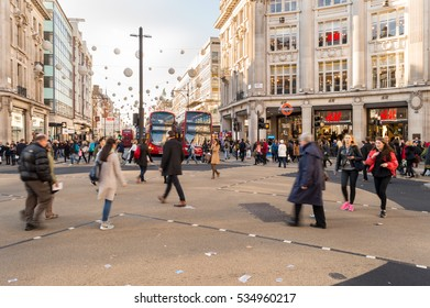 OXFORD STREET, LONDON - OCTOBER 26: Lots of people crossing the road, near H&M store, at Oxford Circus. On Oxford Street, London, England on 26th October 2015.