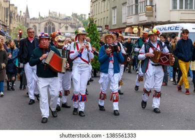 Oxford, UK. 1st May, 2019.  A troop of Morris Dancers performing as they walk away from Magdalen Bridge after the choir had finished.