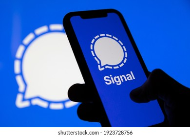 OXFORD, UK - February 2020: Signal private secure messing service logo