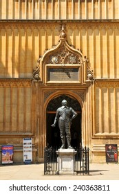 OXFORD, UK. JULY 10, 2014: Architectural detail of the statue depicting William Herbert, Bodleian Library, Oxford, United Kingdom.
