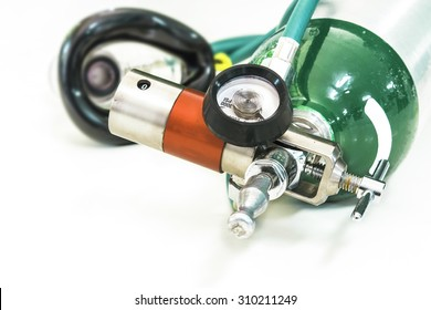 oxygen with mask demand valve select focus of regulator and cylinder oxygen and blur mask