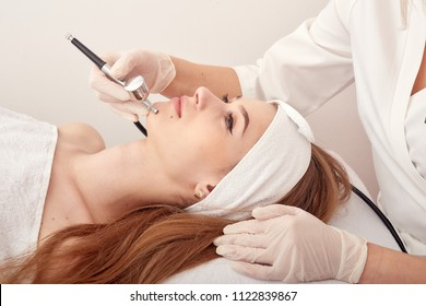 Ozone treatment with cosmetology apparat. Physiotheraphy. Lifting effect . Ozone face skin rejuvenation, regeneration of face and neck skin. Cosmetologist , SPA