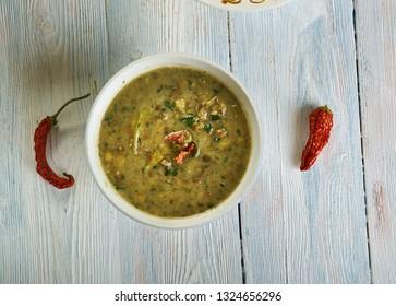 Paalak ka Saag - Lentils with spinach cloxe up
