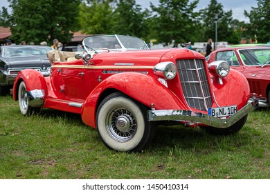 PAAREN IM GLIEN, GERMANY - JUNE 08, 2019: Luxury car Auburn Boattail Speedster 851, 1935. Die Oldtimer Show 2019.