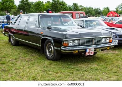 """PAAREN IM GLIEN, GERMANY - JUNE 03, 2017: Soviet full-size luxury car GAZ-14 Chaika. Exhibition """"Die Oldtimer Show""""."""