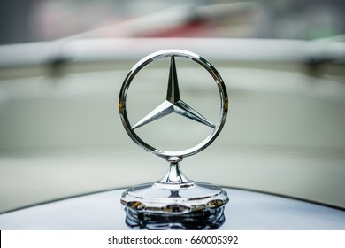 """PAAREN IM GLIEN, GERMANY - JUNE 03, 2017: The famous three-beam star of Mercedes-Benz. Hood ornament, close-up. Exhibition """"Die Oldtimer Show""""."""