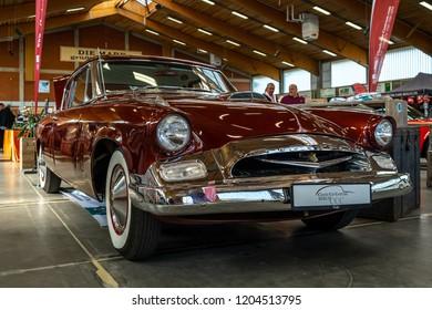 PAAREN IM GLIEN, GERMANY - MAY 19, 2018: The retro car Studebaker President Speedster Hardtop Coupe, 1955. Die Oldtimer Show 2018.