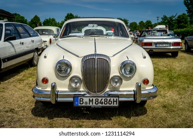 PAAREN IM GLIEN, GERMANY - MAY 19, 2018: Executive car Daimler 2.5 V8, 1966. Die Oldtimer Show 2018.