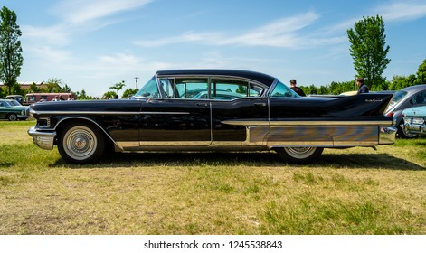 PAAREN IM GLIEN, GERMANY - MAY 19, 2018: Full-size luxury car Cadillac Sixty Special, 1958. Die Oldtimer Show 2018.