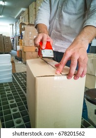 Pack the product using transparent tape in the warehouse.
