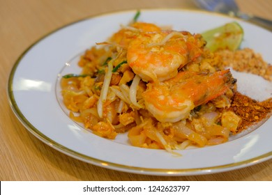 Pad thai noodle with prawn