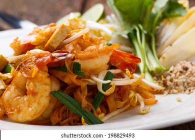 Pad Thai Goong Sod, thin rice noodles fried with tofu, vegetable, egg, peanuts and shrimp