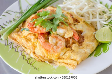 Pad Thai roll up omelet
