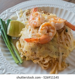 Pad Thai with shrimps(Thailand's national dishes)