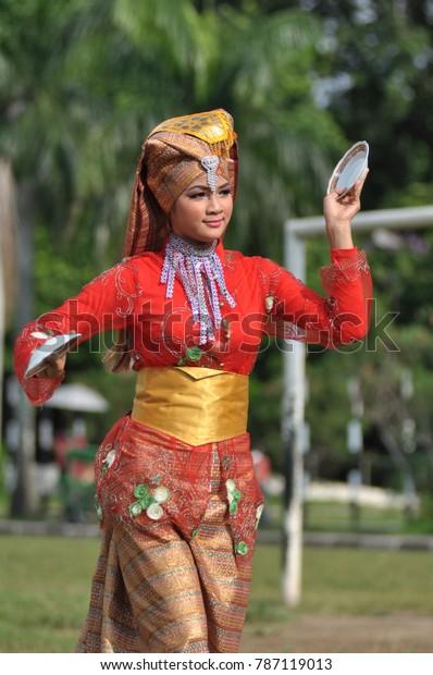 Padang, West Sumatra, INDONESIA: October 24, 2014: Minangkabau women, Dancers perform a traditional 'tari piring' from Minangkabau Sumatera Barat.