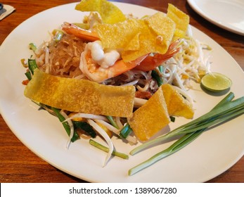 Padthai means fried food that is brought with a small flat stew.  Stir-fry with garlic, tofu, chopped radish, bean sprouts, chilli, dried shrimp