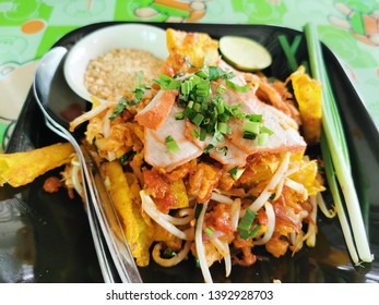 Padthai Noodles thaifood is a Thai food that can be eaten all over Thailand, especially in the central region and may be found in some Thai restaur