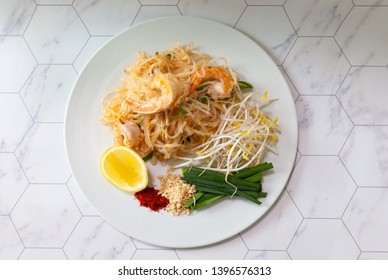 padthai shirataki noodles top view