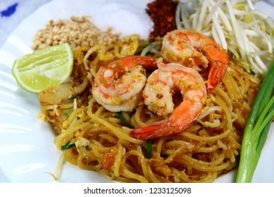 Padthai Spaghetti with shrimp