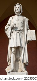 Padua - The statue of Giotto in the porch of the Lodge Amulea by Vincenzo Vela from year 1865.
