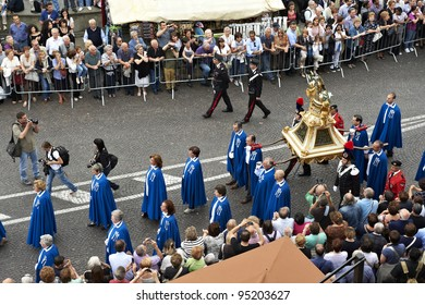 PADUA,ITALY - JUN, 13:Feast of St.Anthony of Padua,the relic of St.Anthony is taken in procession trough the streets of the city, June 13,2011 in Padua,Italy