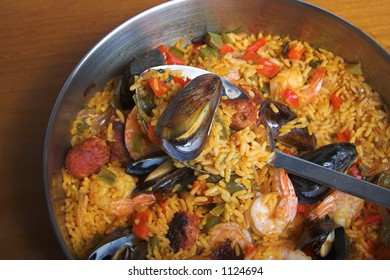 paella pan with spoon