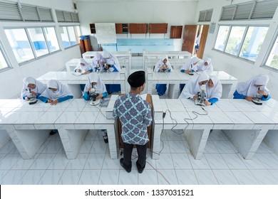 Pagaralam, South Sumatra, Indonesia, 19 November 2018, A teacher is explaining biology subjects at the Islamic boarding school Dempo Darul Muttaqien, Pagaralam, South Sumatra, Indonesia.