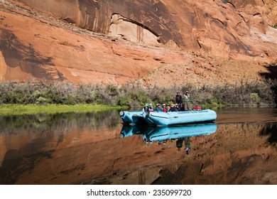 Page Arizona - October 30 : tourists rafting the glen canyon, October 30 2014 in the Glen Canyon, Page, Arizona