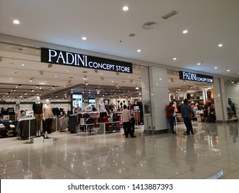 b79f8d83c9 PAHANG, MALAYSIA - JUNE 1ST 2019 : December ,2018 : unidentified people at  Padini