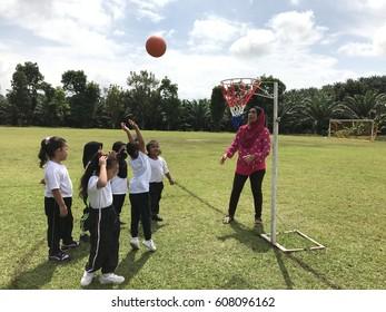 Pahang, Malaysia- Mac 24 , 2017.   : Kid learn netball with their preschool teacher in physical education in shool pahang malaysia.