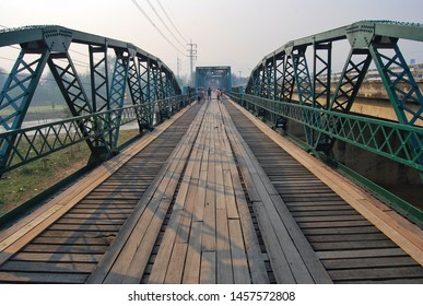 Pai Historical Bridge, an iron bridge for people walking and river views. Is the main tourist attraction of the Pai district.