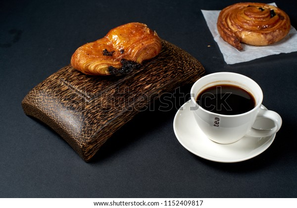 Pain aux raisins bread