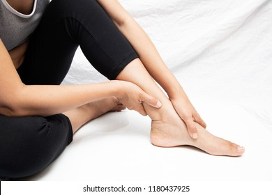 Pain in the foot of the elderly.Symptoms of peripheral neuropathy.