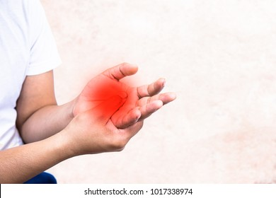 Pain in the palm of the elderly.Symptoms of peripheral neuropathy.