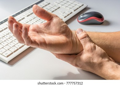 Pain in the wrist due to too much work on the computer