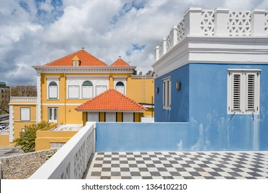Painiting at a Blue Building views around the small Caribbean isalnd of Curacao