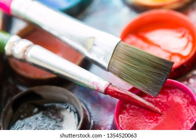 Paint brush with color palette