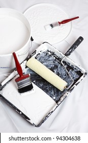 paint brushes and roller of a home decorator