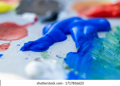 Paint drying on a color palette, blue in focus