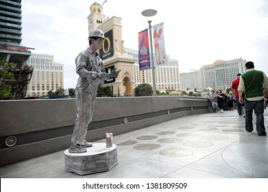 Painted mime artist showing frozen statue on the street at June 12, 2009, Las Vegas, Nevada, Usa.
