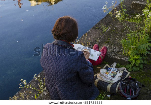 Painter along the river