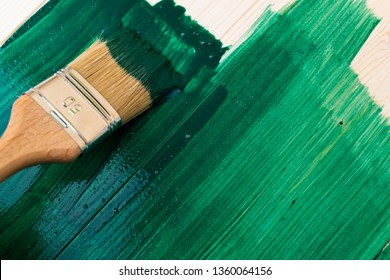 Paintin wooden surface with a brush