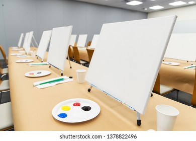 Painting class on canvas with primary colors