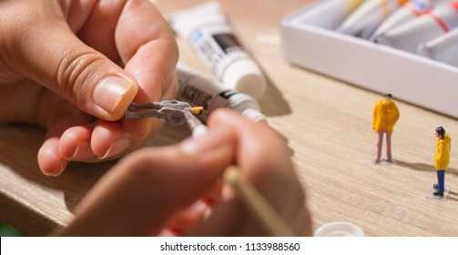 painting miniature people  and painting tools