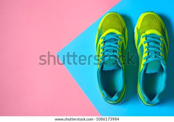 Photo de stock de Paire de chaussures de sport sur (modifier