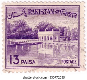 PAKISTAN - CIRCA 1963: A stamp printed in Pakistan shows Shalimar Gardens (Lahore), construction began in 1641 CE, circa 1963